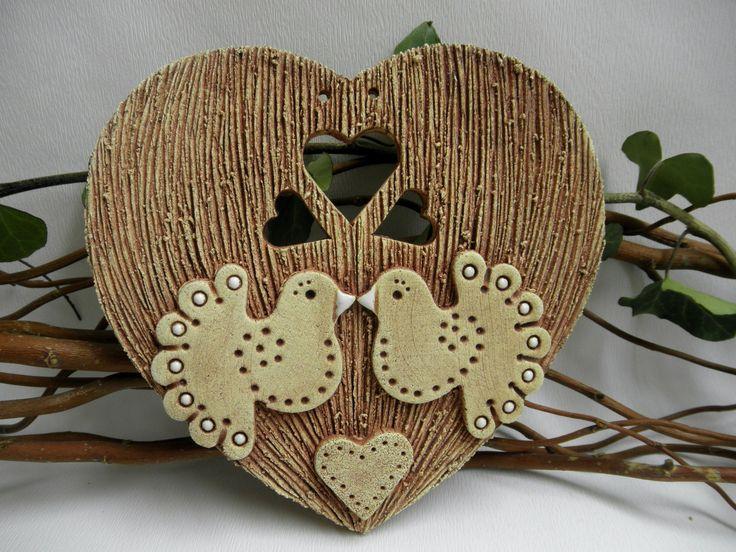 Láska Srdíčko k zavěšení ze šamotové hlíny. Velikost 15 x 15,5 cm(vxš).