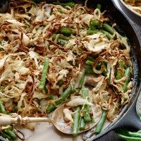 boontjes-en-champignons-uit-de-oven Boontjes en Champignons uit de Oven is een heerlijk vegetarisch gerecht bijgerecht. Het is gezond en lekker en gemakkelijk te bereiden! Veel kookplezier! Ingrediënten      2 uien, in zeer dunne ringen gesneden     35gr bloem     2 eetlepels paneermeel     1 theelepel zout     klontje boter     500gr verse sperziebonen, gedopt en schoongemaakt     2 eetlepels boter     400gr champignons, schoongemaakt en in plakjes gesneden     1 theelepel zout     1…