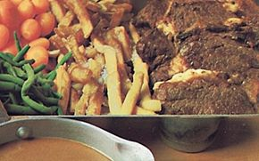 Oksemørbrad med rødvinssauce  En skøn klassiker fuld af god smag. Velegnet når der skal kræses lidt ekstra.