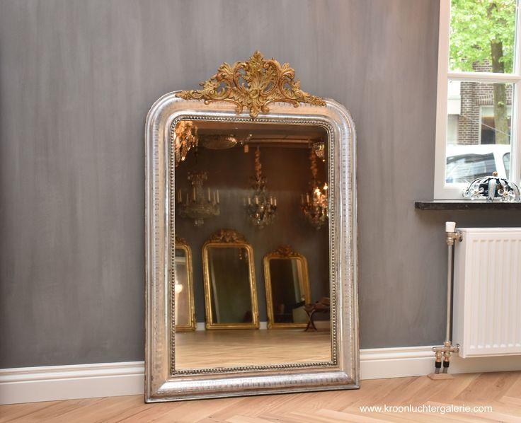 Antieke Franse spiegel met een kuifwww.kroonluchtergalerie.com