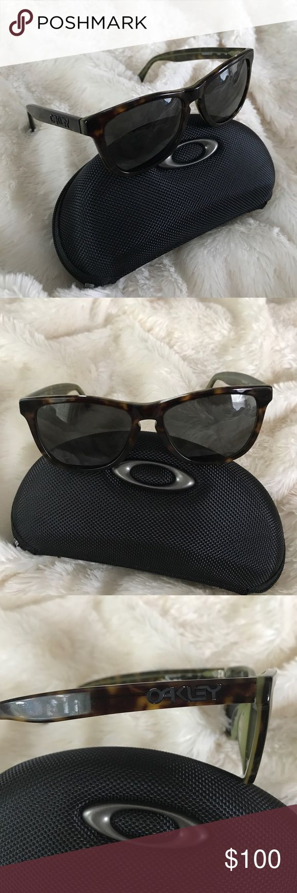 Women's Oakley Frogskins LX Authentic women's Oakleys Frogskin LX tortis brown. Perfect condition! No scratches! Comes with hard carrying case 😎 offers welcome! Oakley Accessories Sunglasses