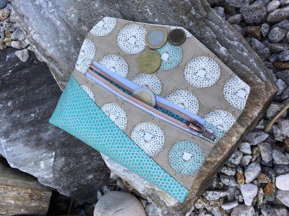 """Kostenlose Nähanleitung für die Smartphonetasche """"KUORI"""" von Hansedelli. Kostenloses Ebook mit über 100 Fotos und Schnittmuster zum Selbstausdrucken. Auch für Nähanfänger geeignet, die ihre Handytasche selber nähen möchten."""