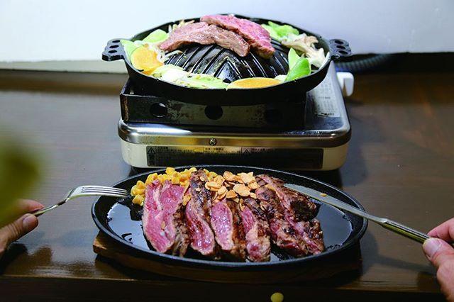 . . #寺田町#焼肉#ホルモン  皆さんこんにちは(^^)✨ だるま屋本舗です。  北海道ジンギスカン だるま屋本舗  JR寺田町駅前、徒歩1分! 6月7日にオープンした ジンギスカン専門店です。  フレッシュな ラム肉(子羊)のみを 厳選し柔らかく ヘルシーな ジンギスカンをぜひ 一度 ご賞味くださいませ。  ラム肉 初の方は きっと「 美味しい〜♡」と 虜に なりますよ。  カウンターでは お一人様でも  お気軽に。お二階には ゆったりした 個室もご用意しております。  また ラム肉の 1ポンドステーキ!!(関西初)も ボリューム満点の人気商品です。  他には牛塩タンや 牛のホルモン、一品も 250円〜と 充実です。  皆さまの ご来店を 心より お待ちしております(^^)😊🙏🏻 . .  #osaka#instagood#instafood#food#foodstagram#yakiniku##大阪#寺田町#グルメ#肉#店舗#お店#オープン#だるま屋本舗#美味しい#外食#焼肉屋#飲食店#ラム#羊肉#食#darumayahonpo#dinner