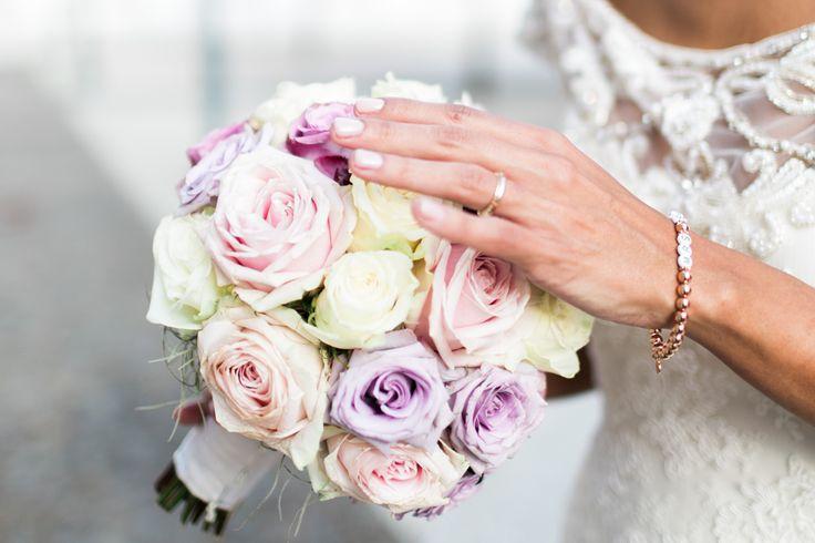 roségoldened Mrs. Armband mit dem neuen Nachnamen für  die Braut