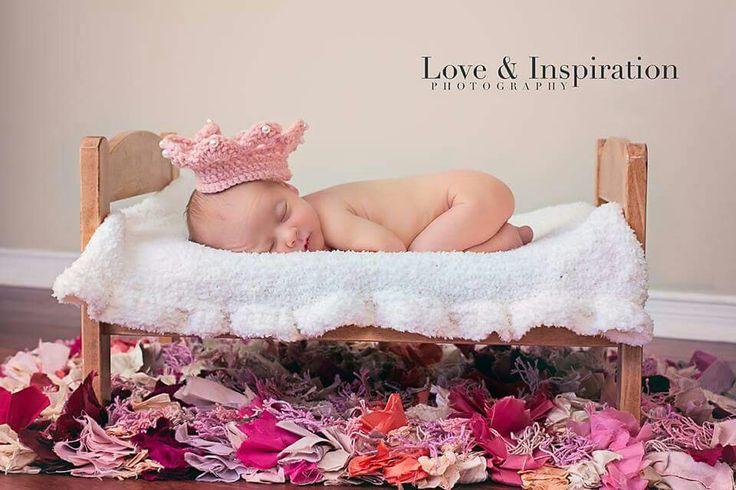dit newborn crown www.loveandinspiration.ca Barrie Ontario