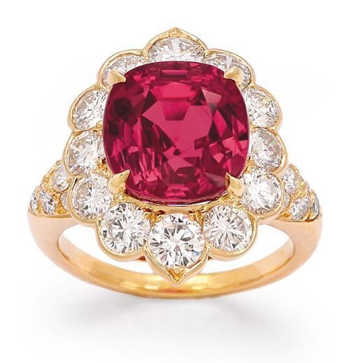 LOT 331 - A Fine Ruby and Diamond Ring, Van Cleef & Arpels