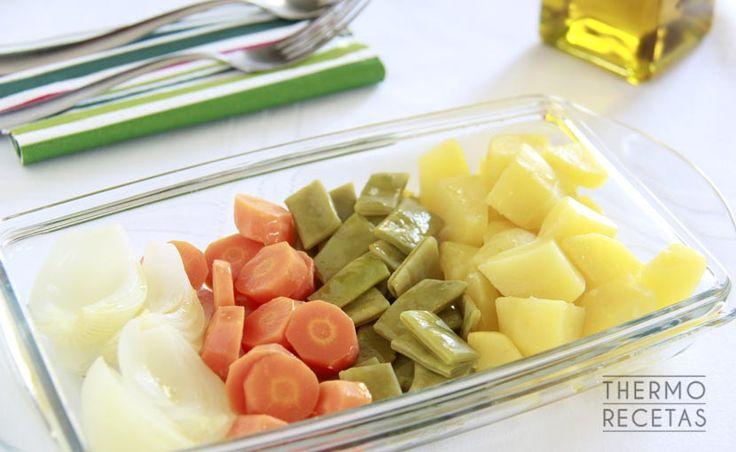 Te mostramos como hacer un hervido con Thermomix. Una receta de verduras para una cena fácil, sana, ligera y llena de nutrientes.