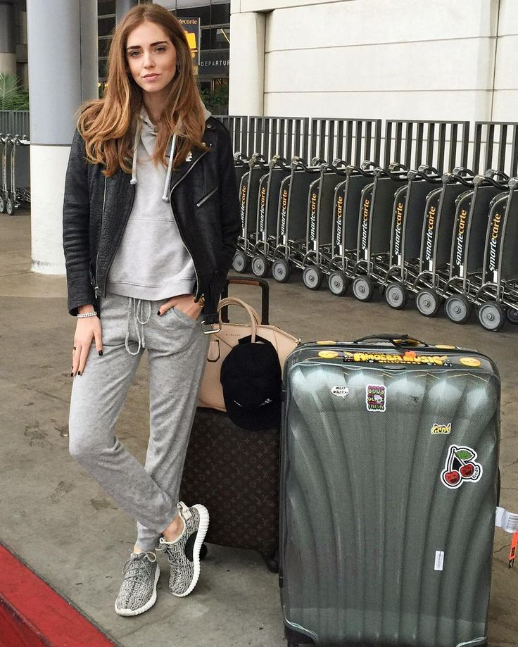 「When it's 6.30 am, you only slept a few hours after the terrible idea to have drinks at your place with a bunch of friends, you wear sweatpants and Yeezy…」 Chiara Ferragni waysify