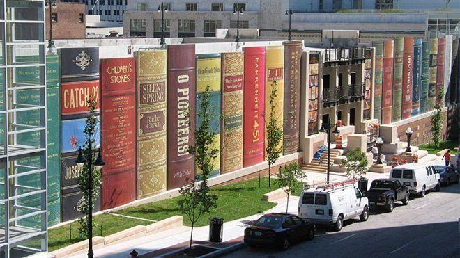 Kansas Halk Kütüphanesi'nin dıştan görünüşü