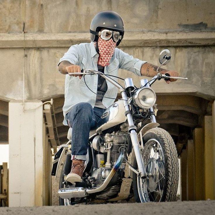 Dainese presenta al Motor Bike Expo 2016 i nuovi articoli della sua Collezione Vintage, quella dal taglio più 'classico' e ispirata agli anni d'oro del motociclismo. Capi 'lifestyle' e accessori, giacche e maglieria, guanti e scarpe sia per l'uomo che per la donna, per i quali sono stati utilizzati materiali certificati e brevetti di derivazione strettamente motociclistica, senza ovviamente trascurare  l'aspetto della sicurezza @daineseofficial #moto #2ruote