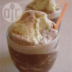 Mocha gelado (café gelado com chocolate) http://allrecipes.com.br/receita/578/mocha-gelado--caf--gelado-com-chocolate-.aspx