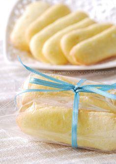 per circa 80 Pavesini 100 gr di farina,20 gr di amido o fecola,2uova 80 gr di zucchero,un cucch. di estratto di vaniglia..zucchero per spolverare montate le uova con lo zucchero,aggiungete gli altri ingredienti Formare i biscotti su teglie ricoperte di carta da forno,distanziateli,lunghi 7 cm,larghi 2. freezer 5 min o 15 in frigo. forno a 180°,zucchero semolato sui biscotti e infornate per 5 minuti, abbassate a 150° e fate cuocere ancora 5 minuti. se colorano troppo non sono più friabili