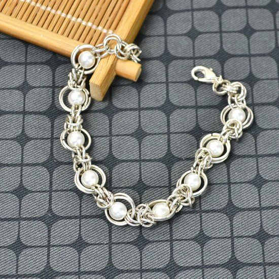 This tutorial tells you how to make byzantine chainmail bracelet with glass pearl beads and silver jump rings.