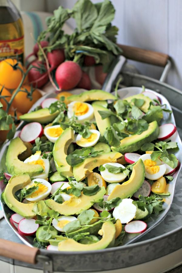 Summer Fresh Detox Salad - now this is the type of summer salad you could happily munch on all season long! Makes a cool, light lunch or dinner for 2 on I-Burn (use 1/2 avocado) or Phase 3.
