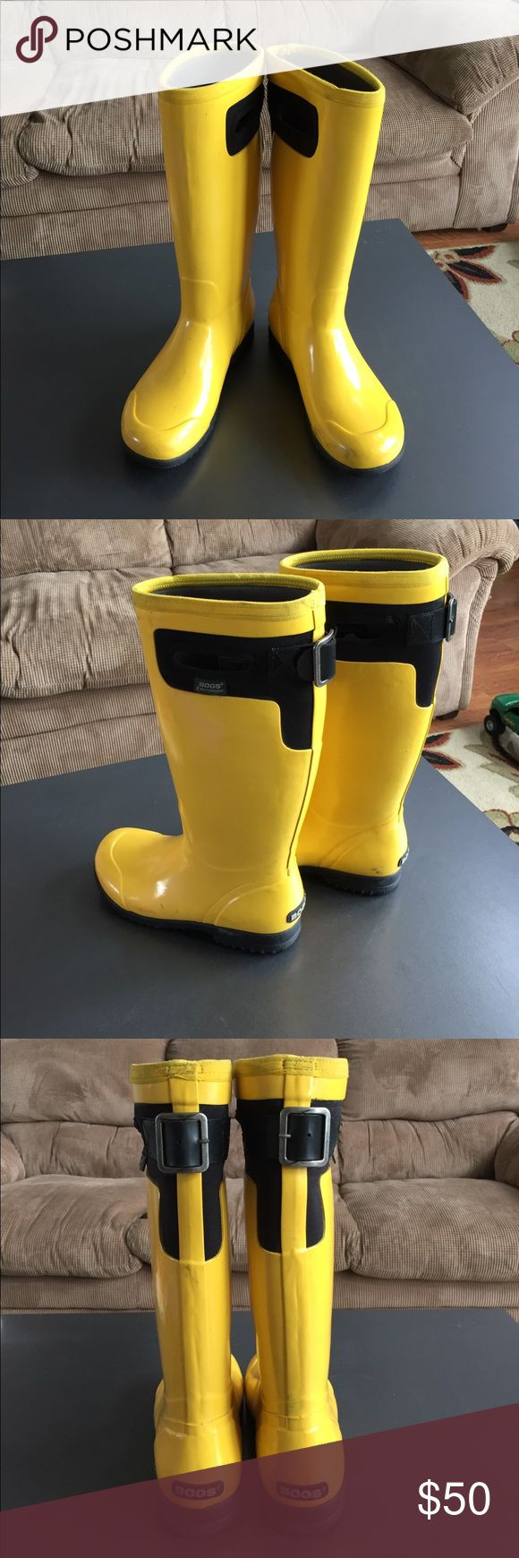 BOGS bright yellow awesomeness Great used condition. Minor scuffing, nothing major these are narrower fit so your feet don't slide around in them.  Super comfy and cute! Fits 6 to 7 Bogs Shoes Winter & Rain Boots