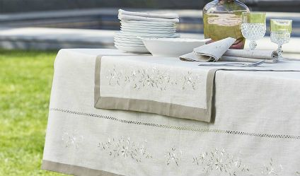 Mantel Rústico Beige. Visítanos en tuakiti.com #mantel #tablecloth #decoracion #homedecor #hogar #home #comedor #diningroom #rustico #rustic #servilleta #napkin #tuakiti