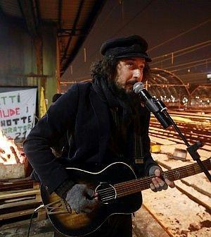 Vinicio Capossela concert for Wagon lits workers