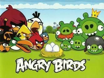 Angry birds ha tenido una gran acogida entre las personas, sobre todo entre los niños, ya que se puede jugar tanto de forma online como en una consola de videojuegos. Al principio el juego salió como una aplicación para Apple, pero en vista del buen recibimiento y la cantidad de personas que lo empezaron a jugar, se sacaron nuevas versiones para todas las clases de sistemas operativos, al igual que se instituyo la forma para jugarlo en línea y a través de las redes sociales.