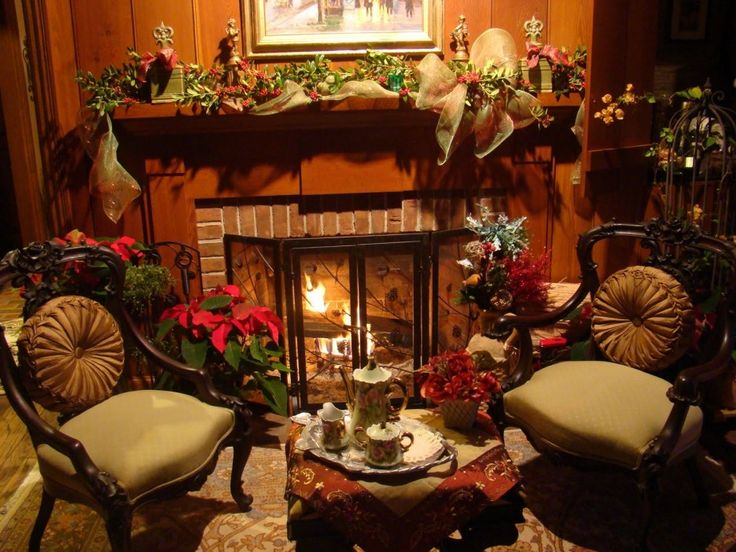 Living Room : Splendid Vintage Living Room Decors With Sweet Green Garland Also Accesories Mantel Christmas Ideas And Vintage Chairs Besides Red Flowers Decorating Ideas Inviting Mantel Christmas Enjoying Christmas Festivities In Living Room Messily-laid Tableline. Christmas Room. Big Christmas Tree.