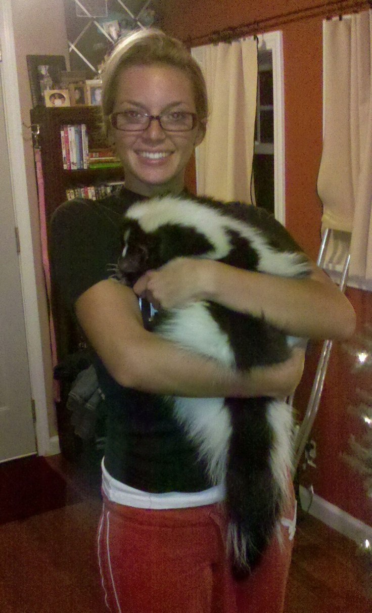 I so badly want a pet skunk!!! Girl, I'm envious of you!