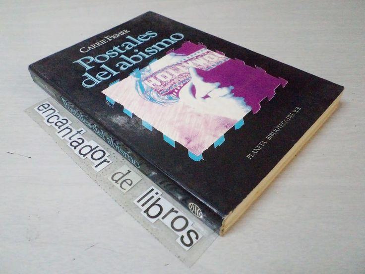 """""""Postales del Abismo"""" es, en mi opinión, la más honesta, tierna, divertida y mordaz novela sobre rehabilitación jamás escrita. Regalamos una foto-copia del muy dificil de conseguir libro escrito por Fisher. El viernes, cuando sufrió el infarto que le costó finalmente la vida, Carrie Fisher viajaba de Londres a Los Ángeles en la gira de …"""