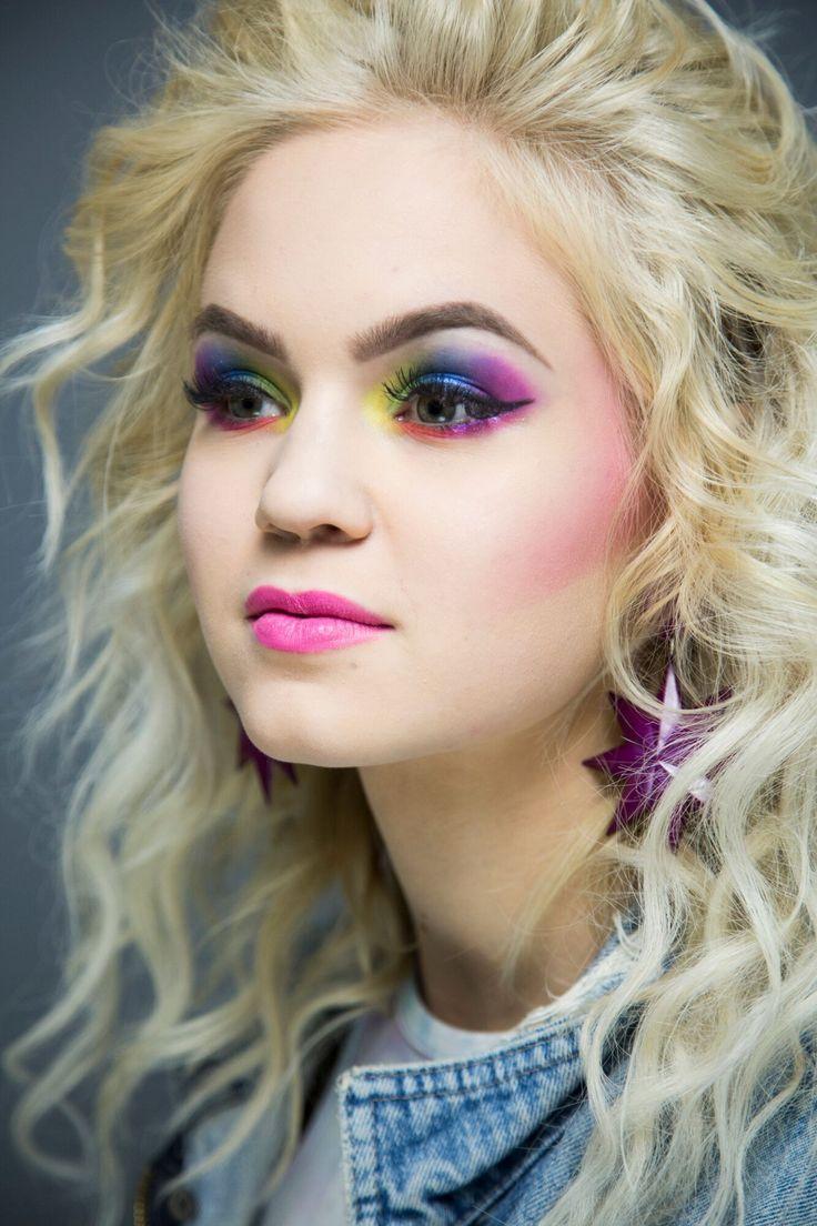 schminkideen Neon Eye Make-up # # A Cocktail Gown For Each 1980s Makeup And Hair, 1980 Makeup, 80s Makeup Looks, Disco Makeup, Hair Makeup, 80s Eye Makeup, Skull Makeup, Makeup Art, Make Up Looks