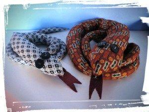 Schlangen! – DAS macht man aus alten Krawatten                                                                                                                                                                                 Mehr