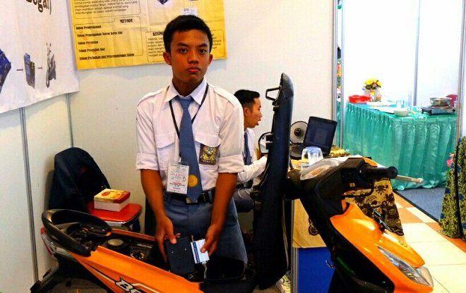 Edupost.id – Merespon maraknya aksi begal terhadap pengendara kendaraan bermotor, seorang siswa SMK Diponegoro Depok Sleman membuat sebuah alat yang dapat mematikan sepeda motor dari jarak jauh. Alat…