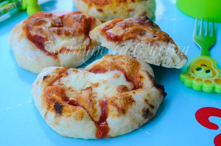 Pizzette da buffet soffici con poco lievito ricetta feste bambini mamme in cucina