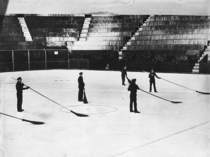 Ice crew on opening day of the Montreal Forum, 1924