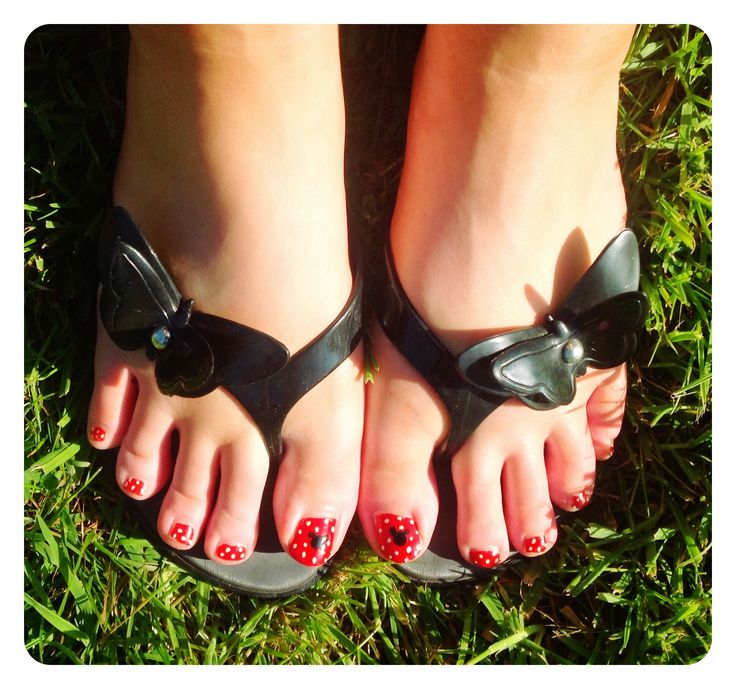 """Minnie Pedicure"" - Hand-painted nail art by Mandy Jean Jordan."