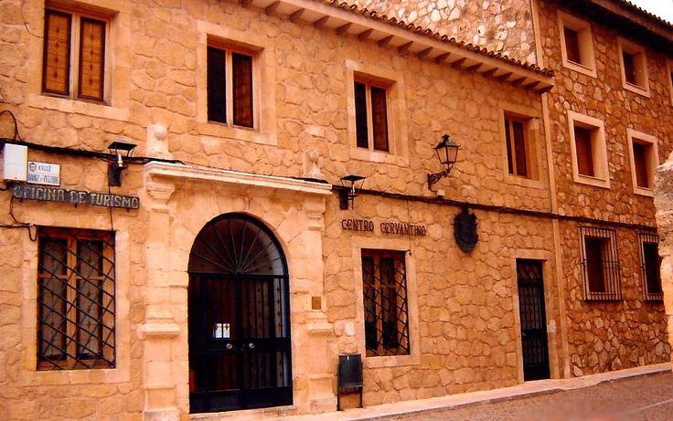 El museo con más ediciones del Quijote diferentes del mundo, Quijotes en más de sesenta lenguas, quijotes firmados por grandes personajes de la historia.. + información...