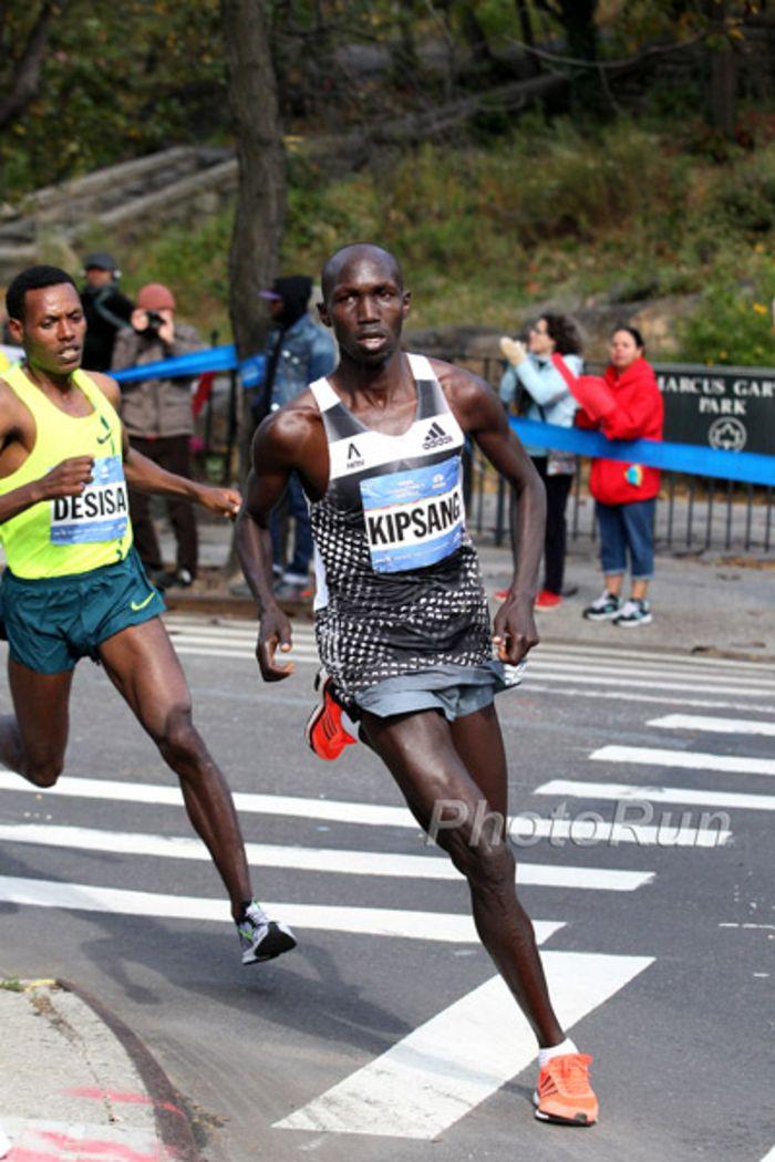 Mit beiden Titelverteidigern wird am Sonntag der New York-Marathon gestartet: Die Kenianer Wilson Kipsang und Mary Keitany gehören wiederum zu den ganz großen Favoriten. Beide treffen aber auf hochkarätige Konkurrenz, so dass mit spannenden Rennen zu rechnen ist. Der New York-Marathon wird einmal mehr der weltweit mit Abstand größte Lauf über die 42,195 km sein.