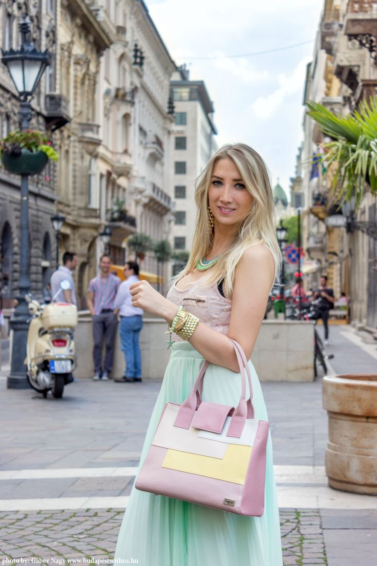 Laoni designer leather bag in Budapest streets http://www.budapestwithus.hu/laoni