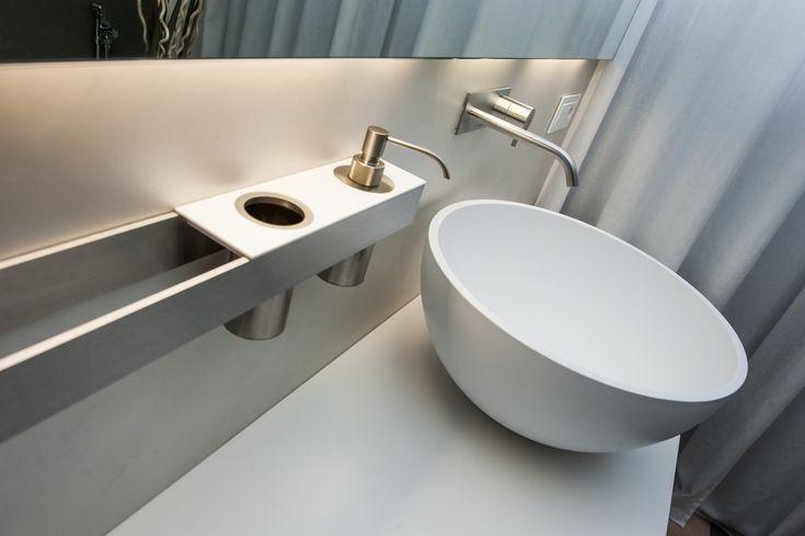 Bagno di servizio, design perfetto - H2O Bathroom Design