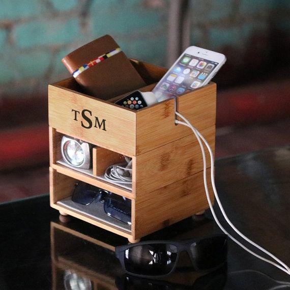 Personalisierte Stapeln Valet-Handy-Ladegerät in umweltfreundlichen Bambus, Veranstalter, Herren Monogramm