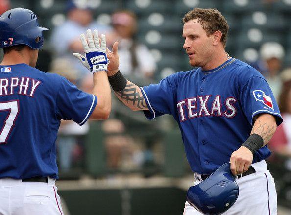 Texas Rangers' CF Josh Hamilton (right) and LF David Murphy