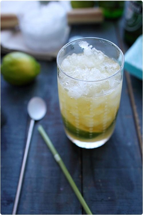 Cocktail : bière, sirop de fruits de la passion et citron vert