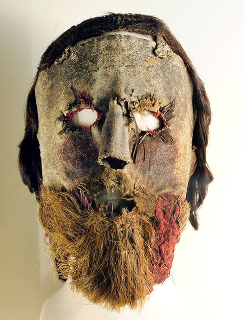 Alexander Peden's mask in the collection of the National Museum of Scotland. From the mid-1600s. Made of leather, fabric and real human hair.