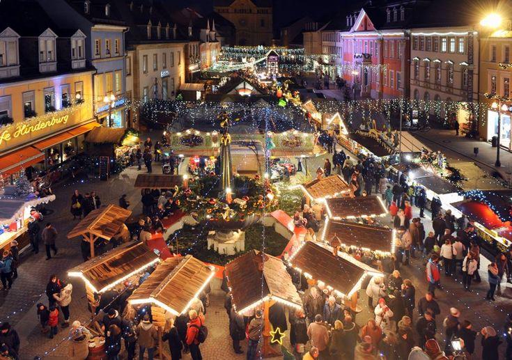 Während der Weihnachts- und Neujahrszeit gibt es in Speyer gleich mehrere Märkte: so gibt es nicht nur den Weihnachtsmarkt, sondern auch den Neujahrs- und Kunsthandwerkermarkt zu bestaunen.