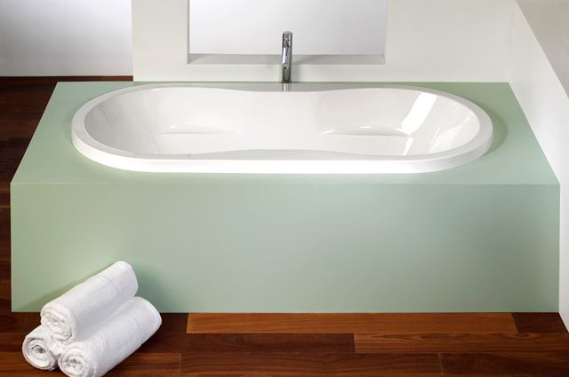 Modern podium style bathtub by Alcove / Tournesol Collection