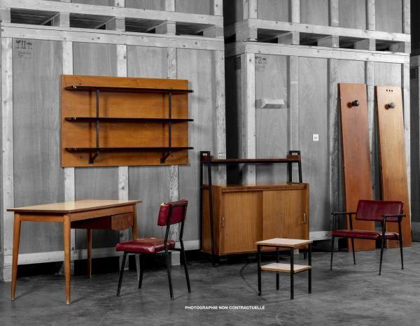 Attribué à Pierre GUARICHE (1926-1995) - Chambre 240 - - Une étagère murale à [...], Mobilier Universitaire Attribué à Pierre Guariche, 1950 - Résidence Universitaire du campus Paris/Orsay à Artprecium | Auction.fr