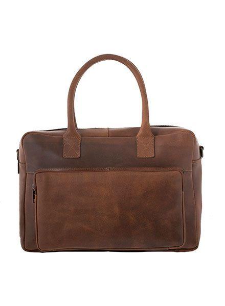De zakenvrouw van nu kan niet zonder deze prachtige stevige leren laptop van Burkley Vintage. De tas beschermt jouw laptop, tablet, A4 documenten en mobiele telefoon. In het grote voorvak is ruimte voor jouw portemonnee en sleutels.