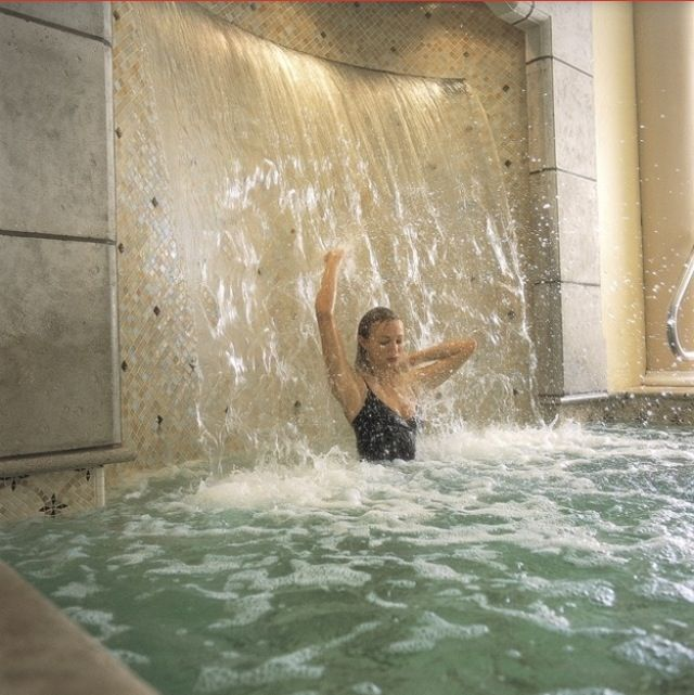 Waterfall bathtub