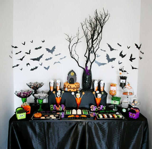 Mesa de postres y mesa dulce para fiesta de halloween. #MesasHalloween