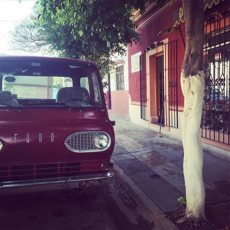 Damn Oaxaca round every corner there is something worth taking a picture of. Wandering to the bus station today and found this old truck. Shortly followed by coffee.  #colour #street #mexico #oaxaca