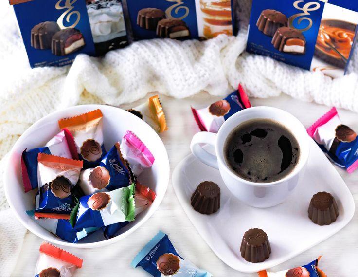 Małe pysznie nadzienie czekoladowe pralinki idealne do kawy :) #WedlowskieDesery #IdealneNaSpotkanie #IdealneNaPrezent #Wedel Streetcom  https://www.facebook.com/photo.php?fbid=1342932512424708&set=p.1342932512424708&type=3&theater