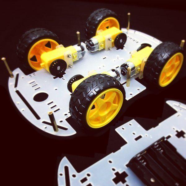 O Kit Chassi Robótico 4WD vem com instruções de montagem passo a passo no nosso site. Muitas possibilidades de expansão com a inclusão de sensores e controladores. Você só precisa de 4 pilhas e um controlador de motores básico. Cada roda pode ser controlada de modo independente. #robotica #robo #robot #educacao #programacao #programar #maker #makers #diy #diyelectronics #programador #arduino #arduinooriginal #arduinouno #tecnologia #iot #education