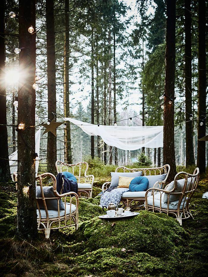 Het ultieme huwelijksfeest | IKEA IKEAnl IKEAnederland huwelijk feest party bruiloft bos bomen boom groen duurzaam bamboe rotan MASTHOLMEN tuinset fauteuil decoratie accessoires inspiratie wooninspiratie diy creatief interieur wooninterieur buiten outdoor balkon zomer lente