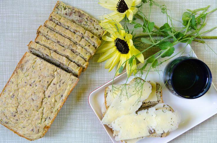 Foto: Johannes Wätterbäck   Ibland vill man av olika anledningarundvika kolhydrater men ändå njuta av en smörgås.Det här brödet bakas på...